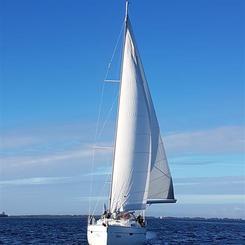 F - Yacht unter Segeln